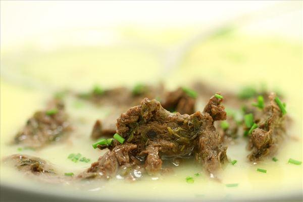 Kartoffelsuppe med oksestrimler og krydderurter