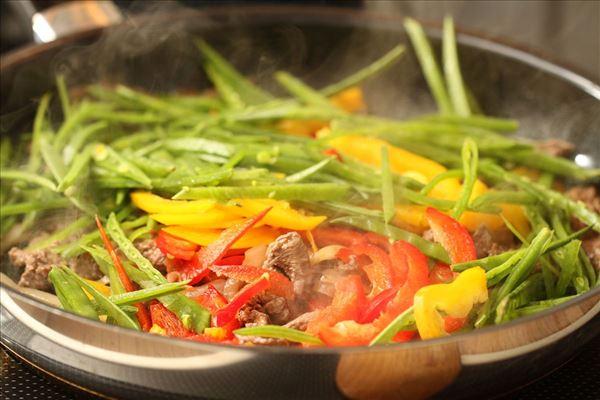 Kalve wok med grøntsager og ris