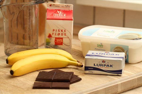 Bananasplit med lun chokoladesauce