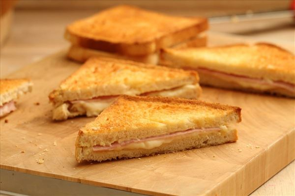Toast med skinke og ost
