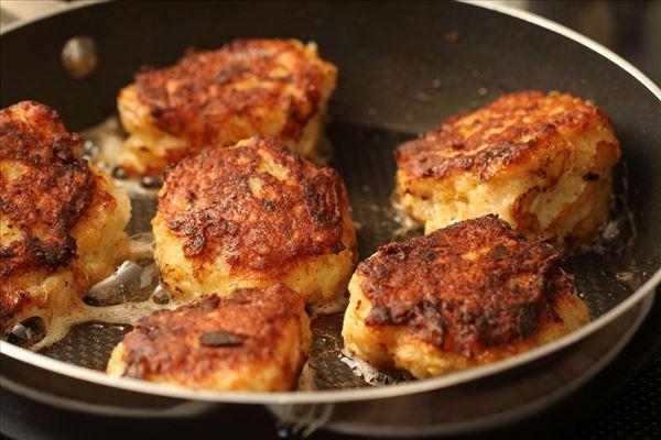 Fiskefrikadeller med lun kartoffelsalat