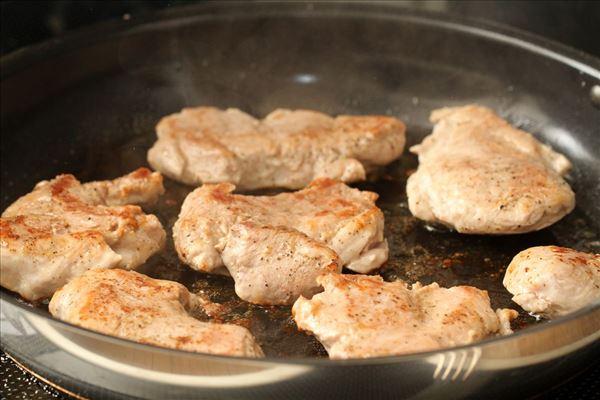 Svinemørbrad med champignonsovs og kartofler