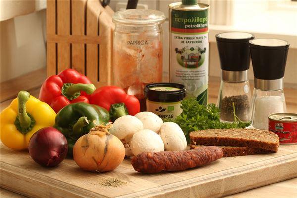 Peberfrugtgullasch med chorizo og champignoner