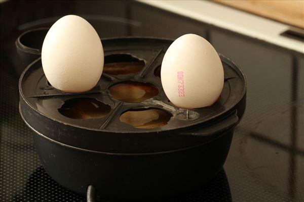 Asparges med røget laks og hakket æg