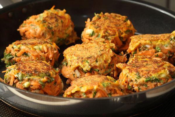 Gulerodsfrikadeller med krydderurter