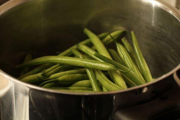 Ristet laks med grønne bønner