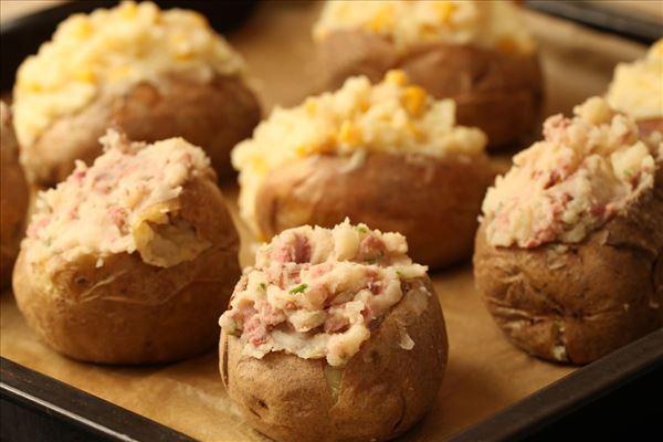 Bagte kartofler med kødfyld