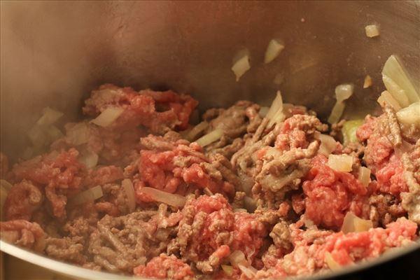 Oksekød i fad med kartoffellåg