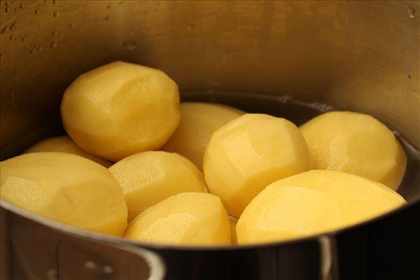 Wienerschnitzel med kartofler og ærter