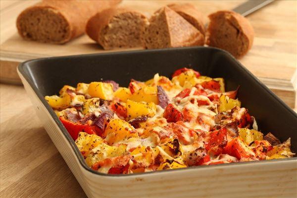 Ostegratineret peberfrugter med brød