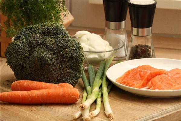 Urtebagt laks med broccoli
