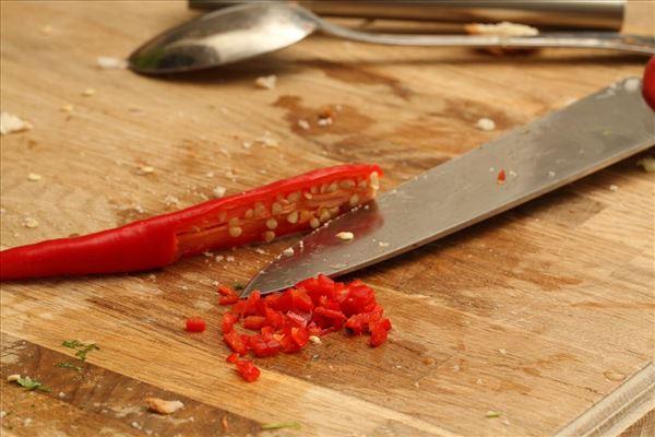 Gratineret farsfad med chili og persille