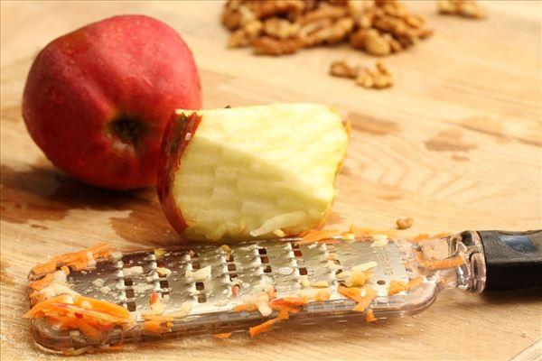 Sundere gulerodskage med kanel og mandelmel
