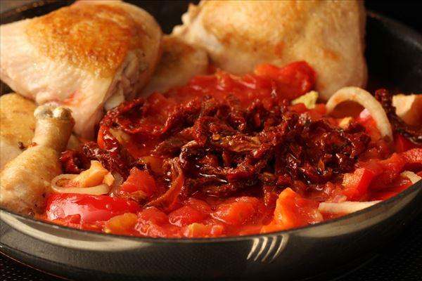 Mør kylling i tomat med ris