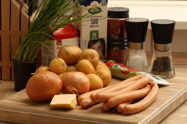 Pølseret med løg og kartofler